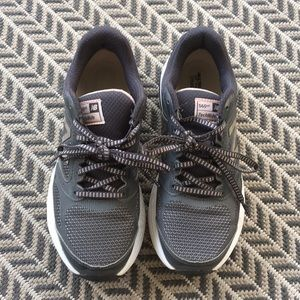 New Balance | Grey Tennis Shoes